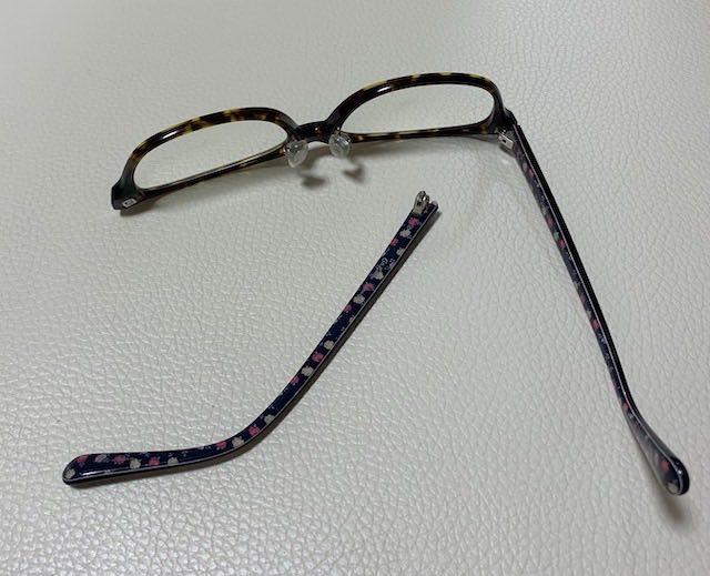 子供に壊されたメガネ