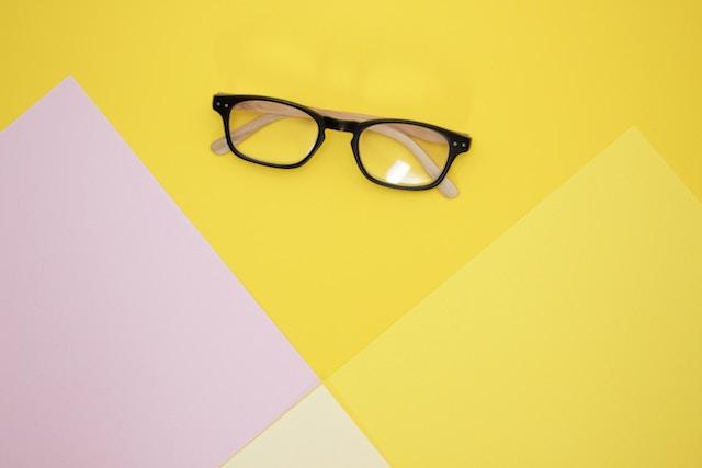 出産する時はメガネとコンタクトどっちがおすすめ?