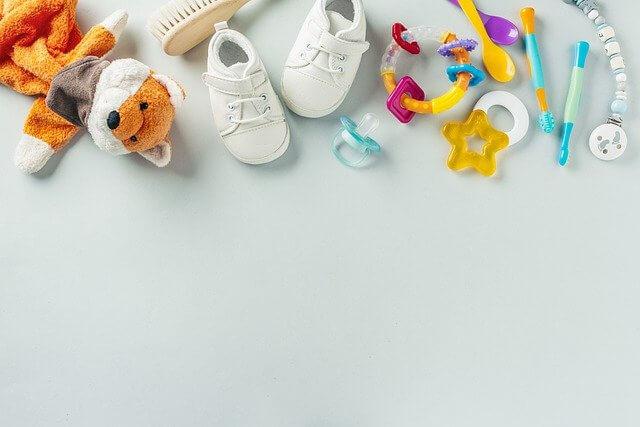 赤ちゃんに与えてはいけないおもちゃ